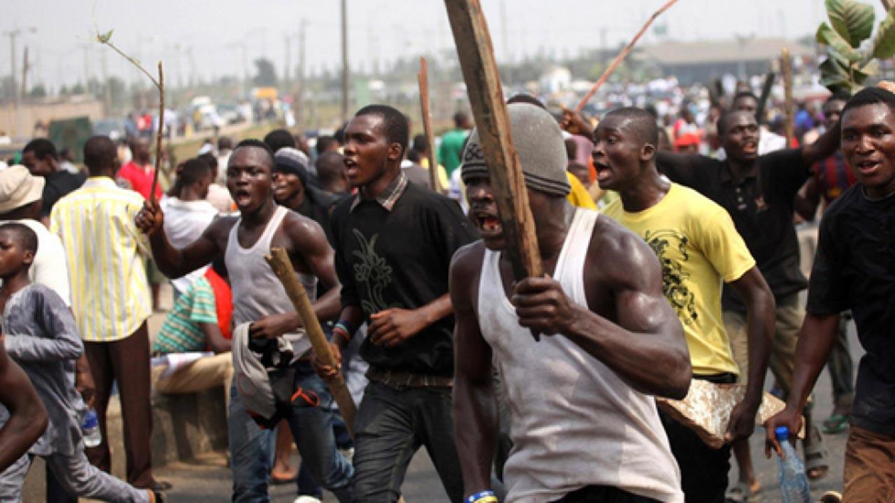 Thugs beat up Oshiomhole, 14 others