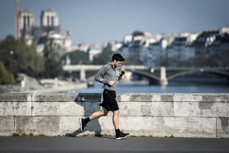 France Orders 10 Metres Between Joggers, Cyclists