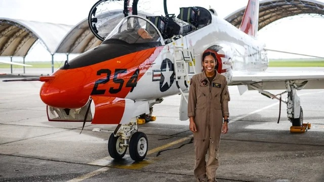 Swegle Makes History As U.S. Navy's 1st Afro-American Fighter Pilot