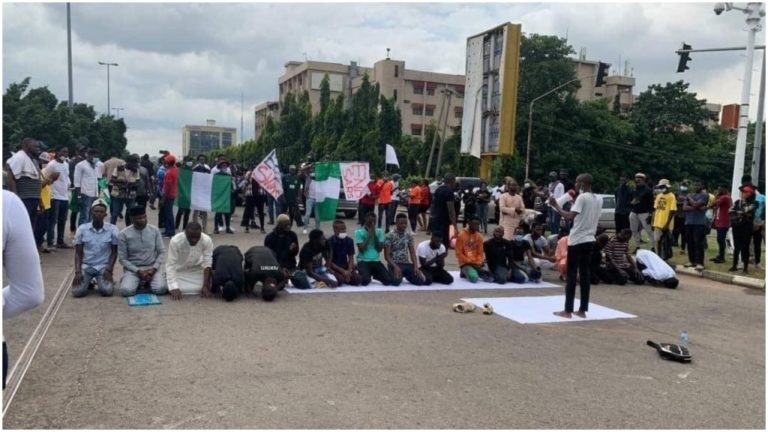 End SARS - Lagos, Abuja protesters pause as Muslims observe Friday prayer