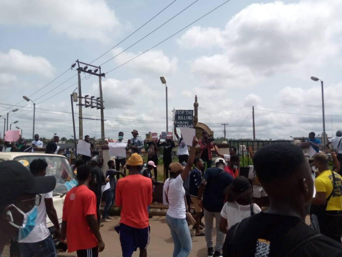End SARS Protesters Storm Ogun Governor's Office, Reject SWAT