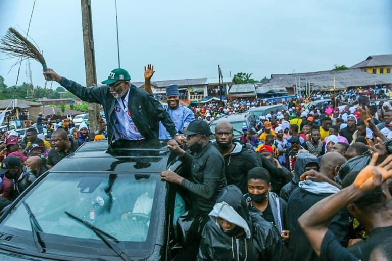 Massive crowd as Yahaya Bello joins Akeredolu's campaign train in Owo