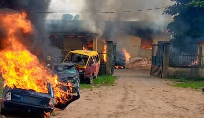 Oyo Youths Resist Hoodlums' Attempt To Burn Police Station