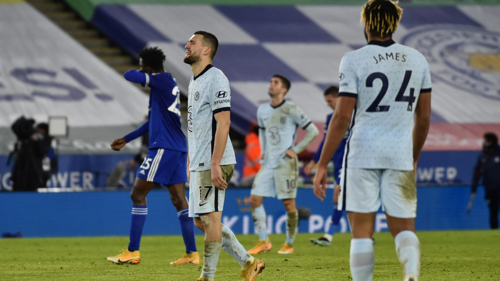 Leicester Punish Lacklustre Chelsea To Go Top