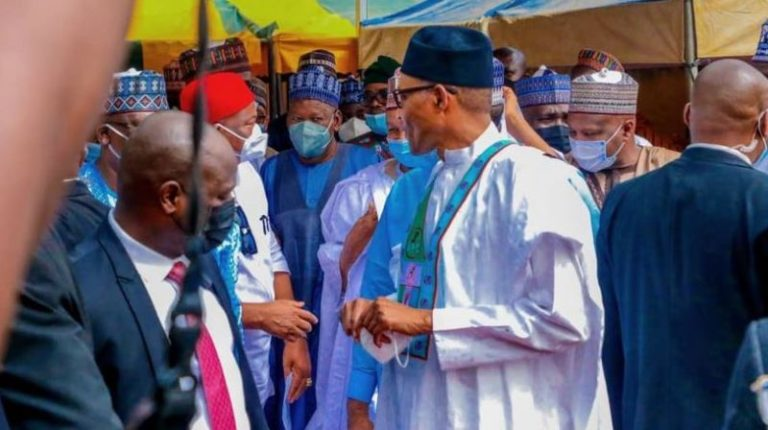 Why Buhari Removed His Mask In Public – Presidency