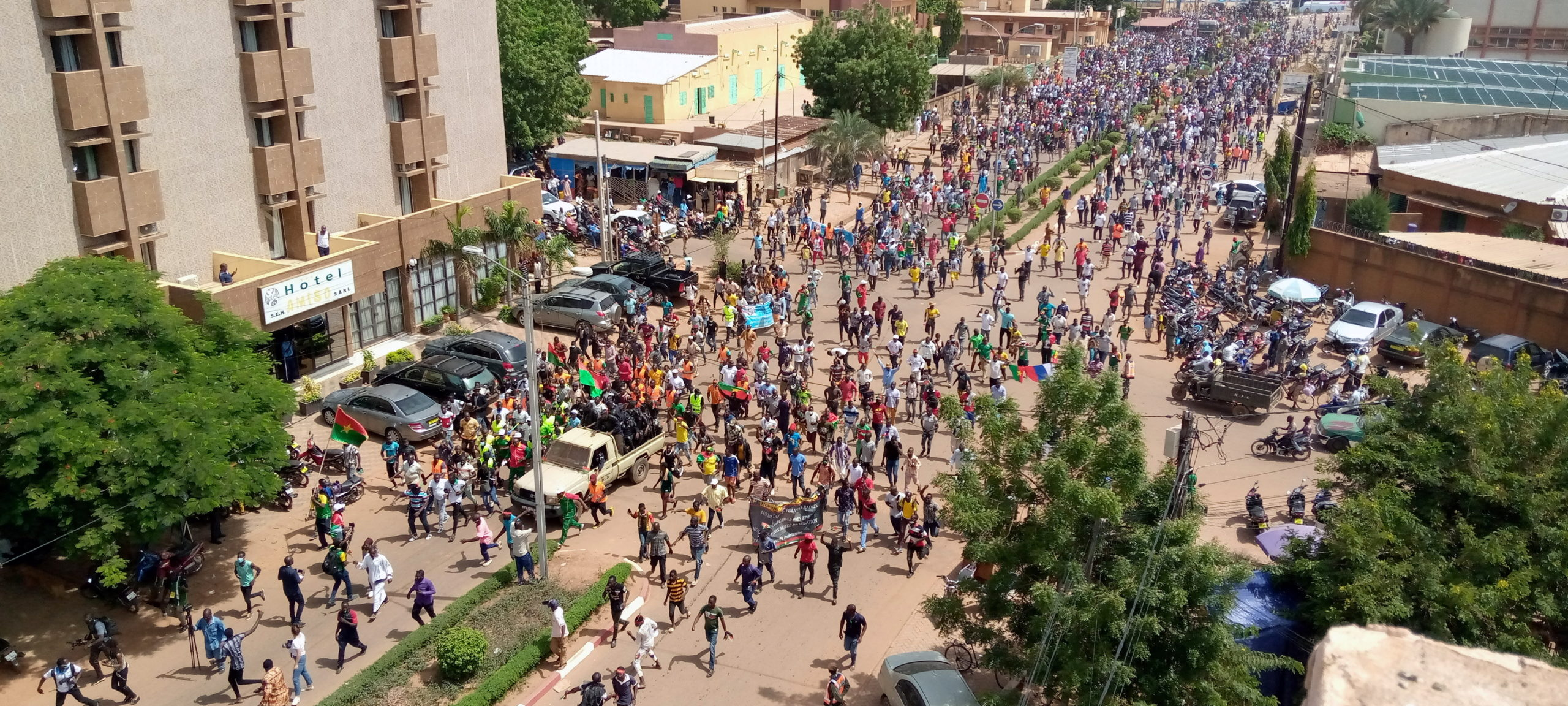 Taraba Varsity Students, Non-Academic Staff Protest Poor Welfare