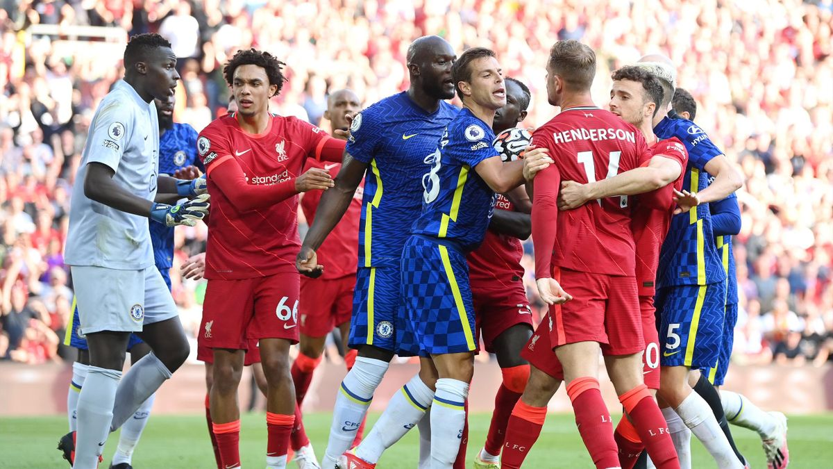 10-Man Chelsea Force Liverpool Draw